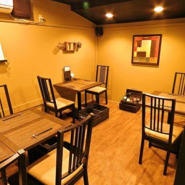 テーブル席は10名様までOK。会社のご宴会や、ちょっとしたお祝い事に。スタイリッシュな空間でお食事とワインをお楽しみください。