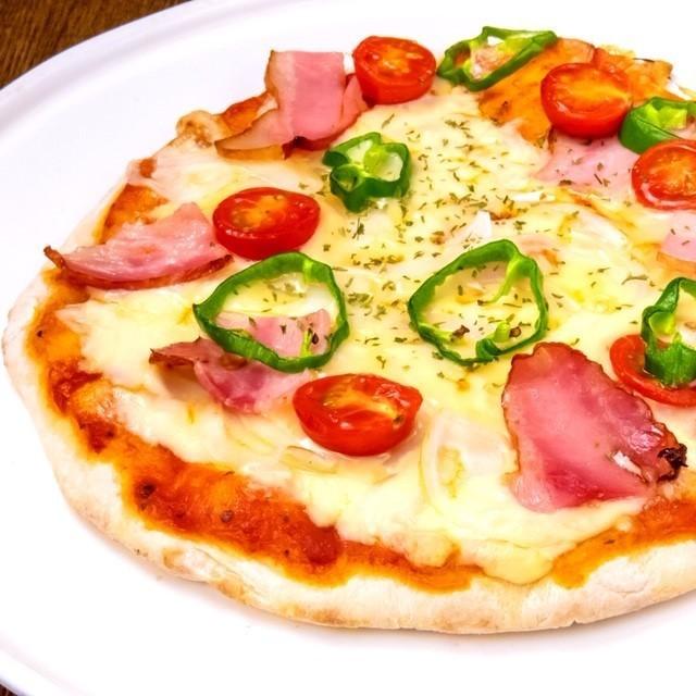 自家製 手のしピザ ●2種類のチーズで美味しさアップ!