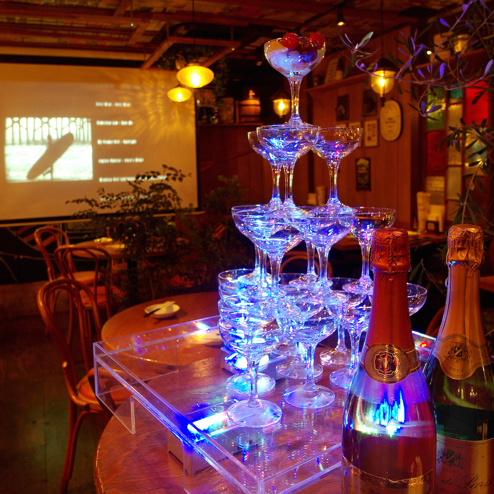 【Second-party scenery 1】 We will prepare champagne tower and projector to make the party even more exciting.