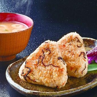 鮭と塩こんぶの焼きおにぎり(2個)/しらすと大葉の焼きおにぎり(2個)