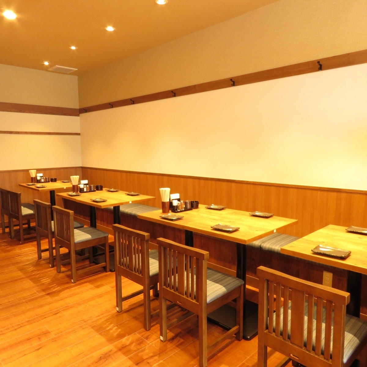 We will change the arrangement of the table according to the number of people such as 2 to 4 ♪