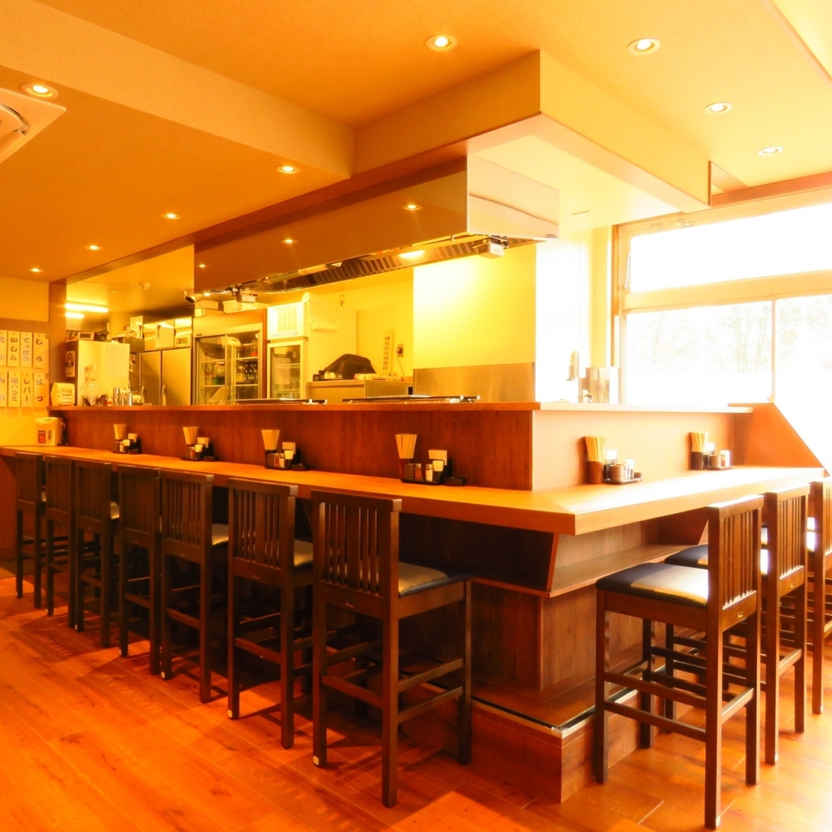 Counter seats are recommended if you use a small group of 1 to 2 people!