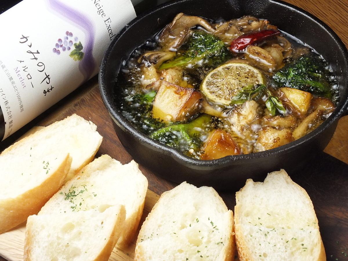 Seafood and mushroom ahijo