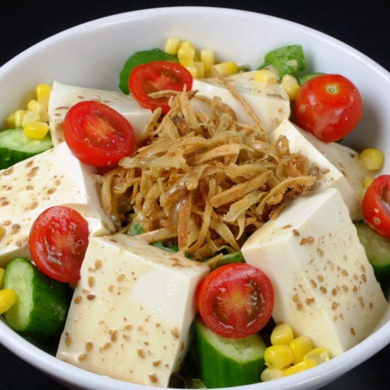 カリカリごぼうとお豆腐のゴマドレサラダ