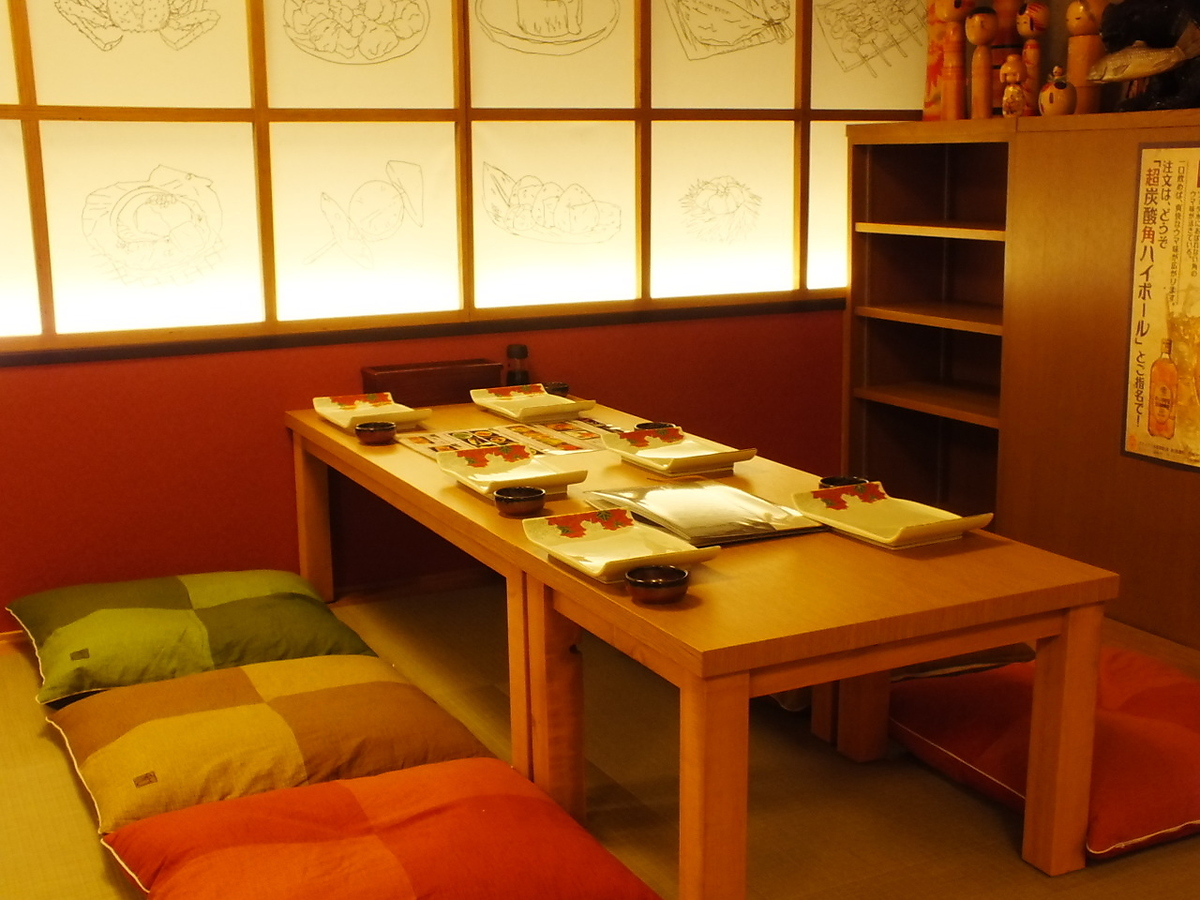 For 4 to 6 people: Spread a meal in the Japanese style room