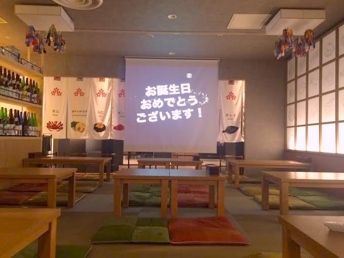For 10 to 30 people: If you change the arrangement of the table you can sit according to the number of people! Imagination using a huge projector such as a birthday celebration is also possible!