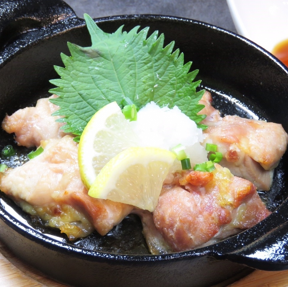 Teppanyaki of chicken thigh meat ~ sliced ​​grated ponzu ~