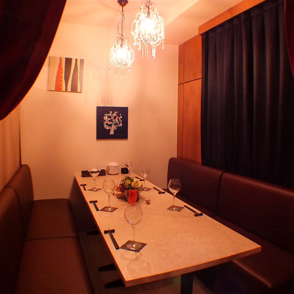 Private room with OK for up to 8 people ☆ Chandelier is cute ♪