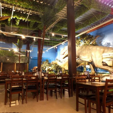 The dinosaurs are impressive in the store ...! You can enjoy your dishes in a space as if you had time slips.The popular dinosaur restaurant on the topic of the topic has appeared!