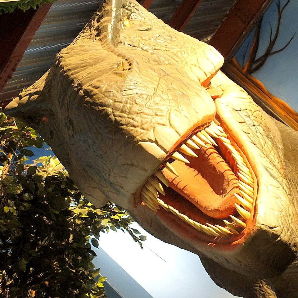 Unusual! Restaurant surrounding dinosaurs ♪ Please come and see the powerful dinosaurs!