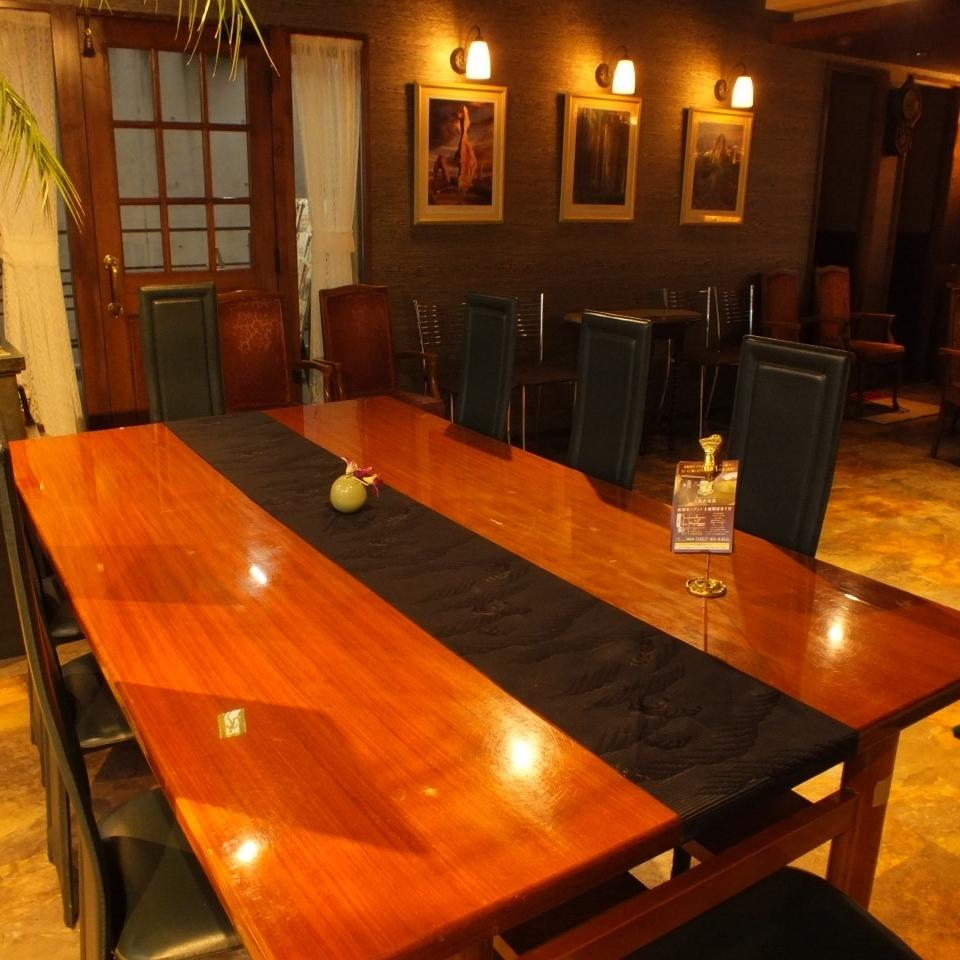 성인 분위기의 세련된 테이블 석
