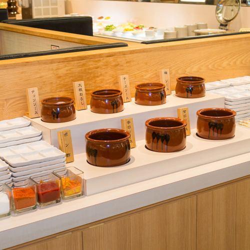 (2)ソースも多数!甘口、辛口、ぽん酢等をお好みで♪