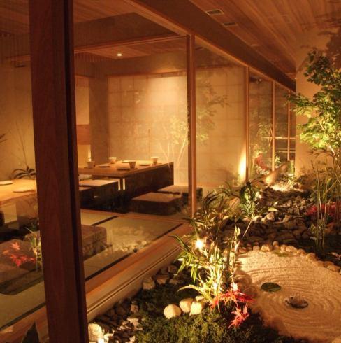 所有客房均为宁静的日式客房。一边看着庭院......