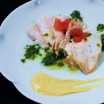 「庄内彩鶏」大むね肉の炭炙り~バジルソース~
