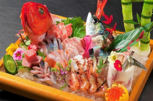 新鮮な魚介を豪快に刺盛で