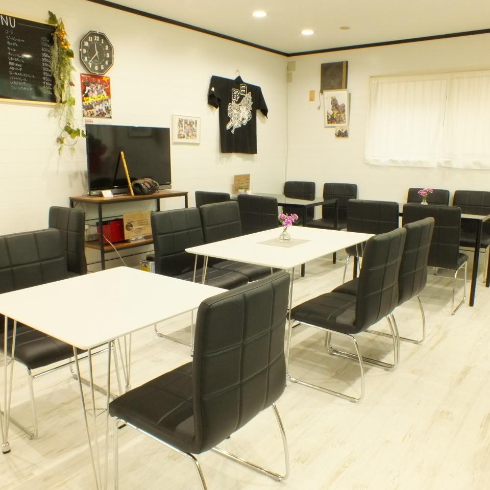 全部20個席位。這是一個簡單的室內設計,任何人都可以放鬆和享受。