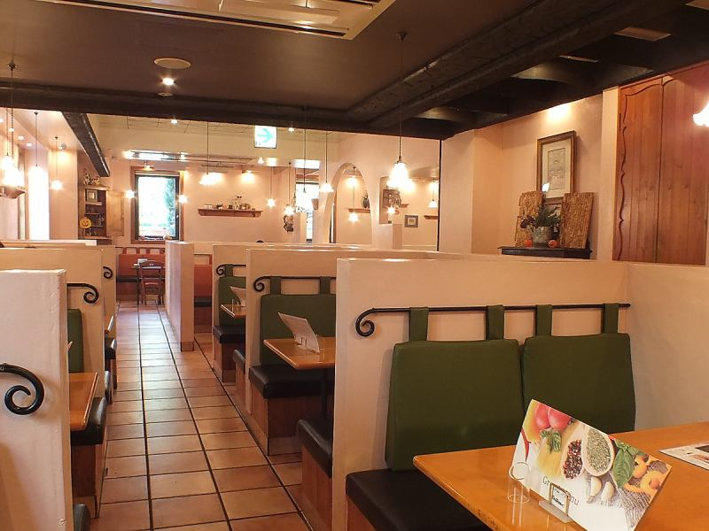 On the ground floor of the restaurant store on the 1st floor, we prepare a half-size table.Talks will also get excited as the surroundings do not matter.Table reservations are accepted in advance.Please do not hesitate to contact us.