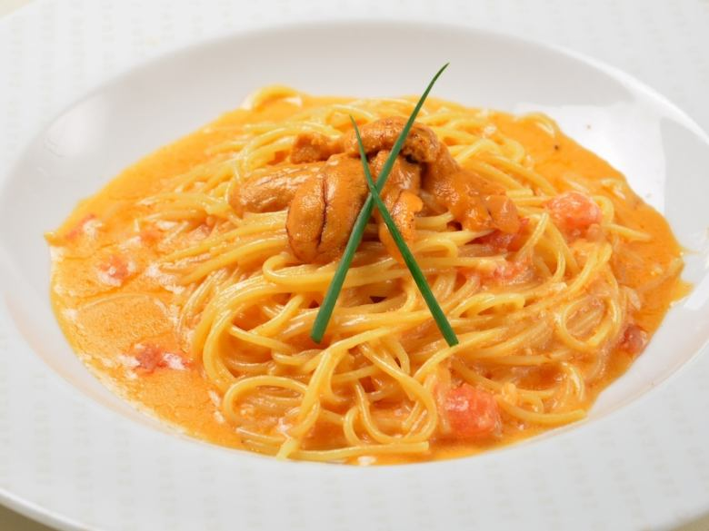 ★ Premium pasta Tomato cream with raw sea urchin