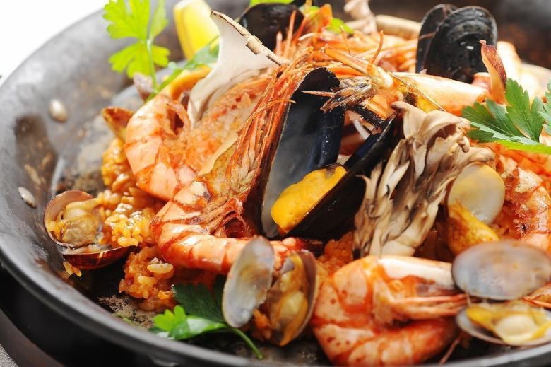 Seafood paella ZenZero style (3 to 4 people sorting size)