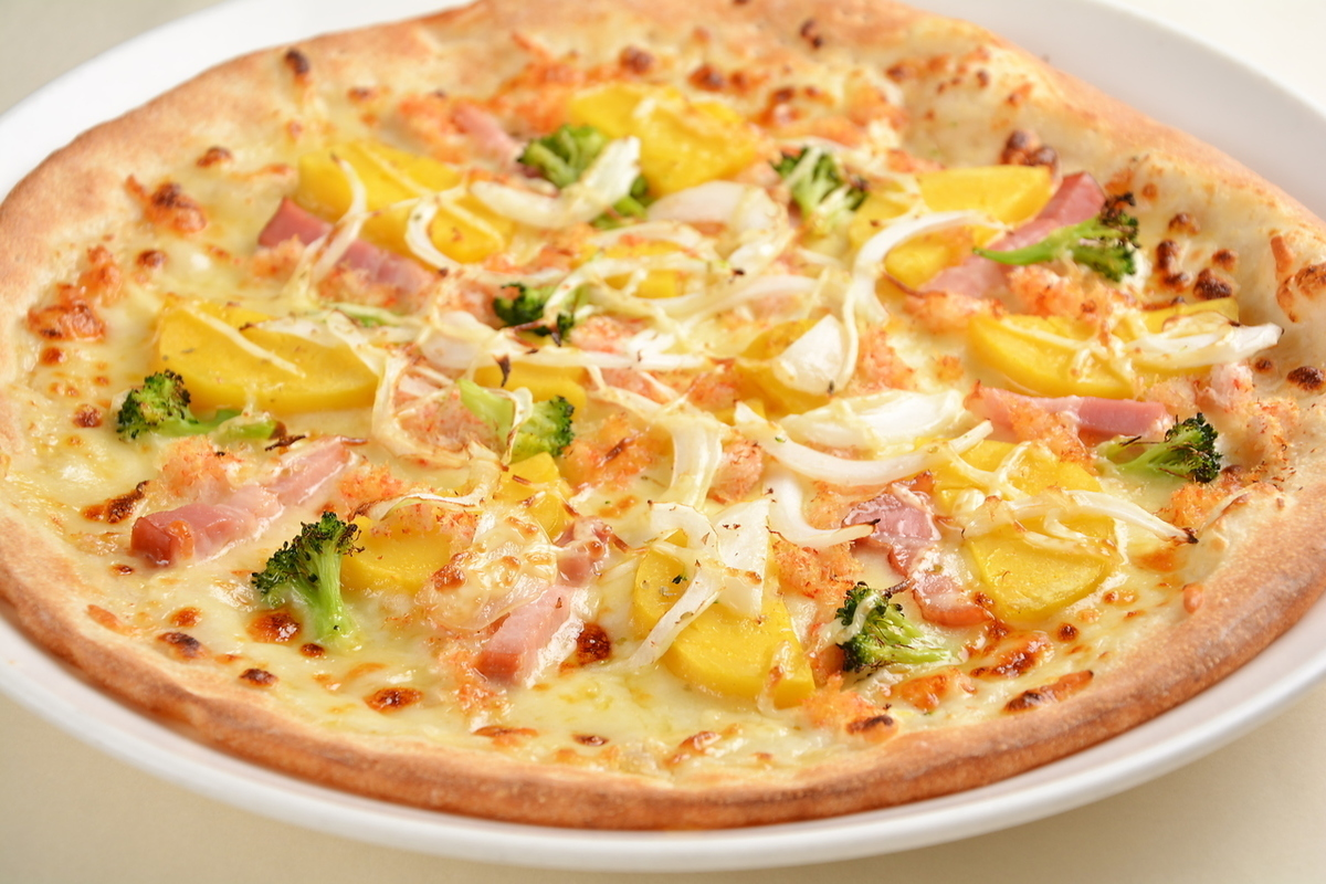 """""""Premium pizza"""" Country style white sauce of sweet crab and potato 28 cm"""