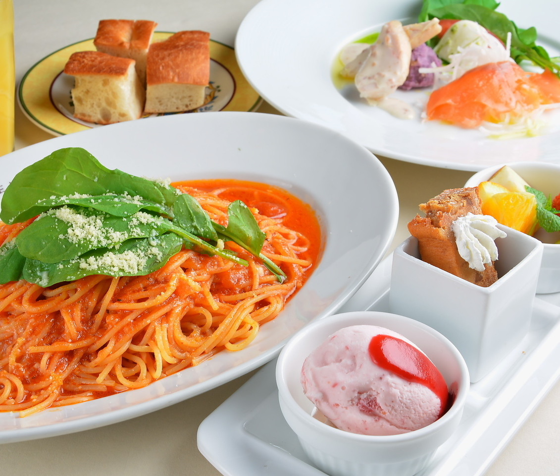 Holiday Lunch 11: 00 ~ 16: 00 (LO 15: 00)