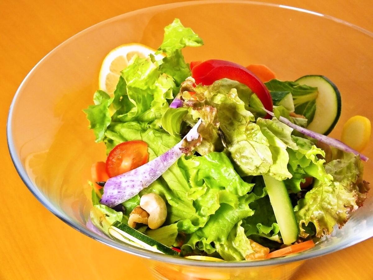 大量的蔬菜沙拉