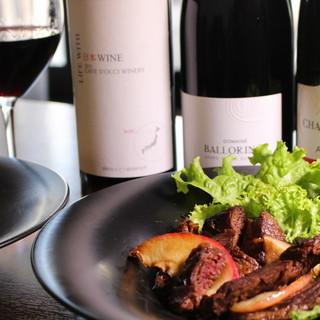 葡萄酒侍酒師和蔬菜侍酒師在中間。