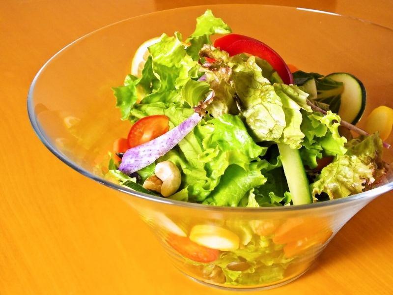 たっぷり野菜サラダ