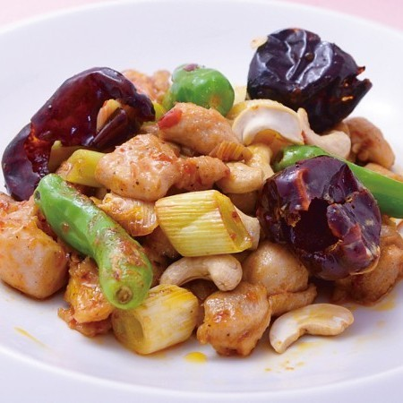 Stir-fried red chilli with chicken and cashew nuts