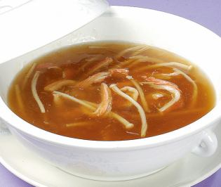Crab meat containing shark fin soup (M)