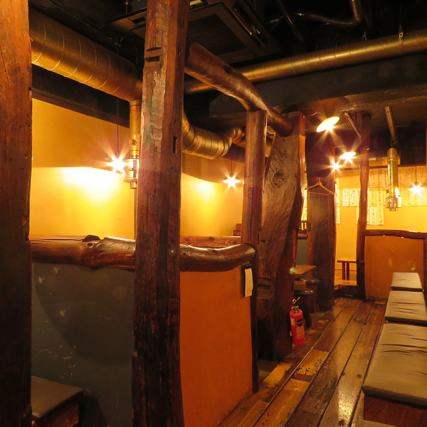"Used old furniture old furniture for interior, fusion of ""oldness"" of vintage and ""newness"".The stylish interior where the sense glows is popular also for female customers ◎ Since ventilation facilities are also in place, smoke is also safe ♪"