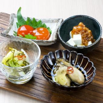 Three kinds of snacks set