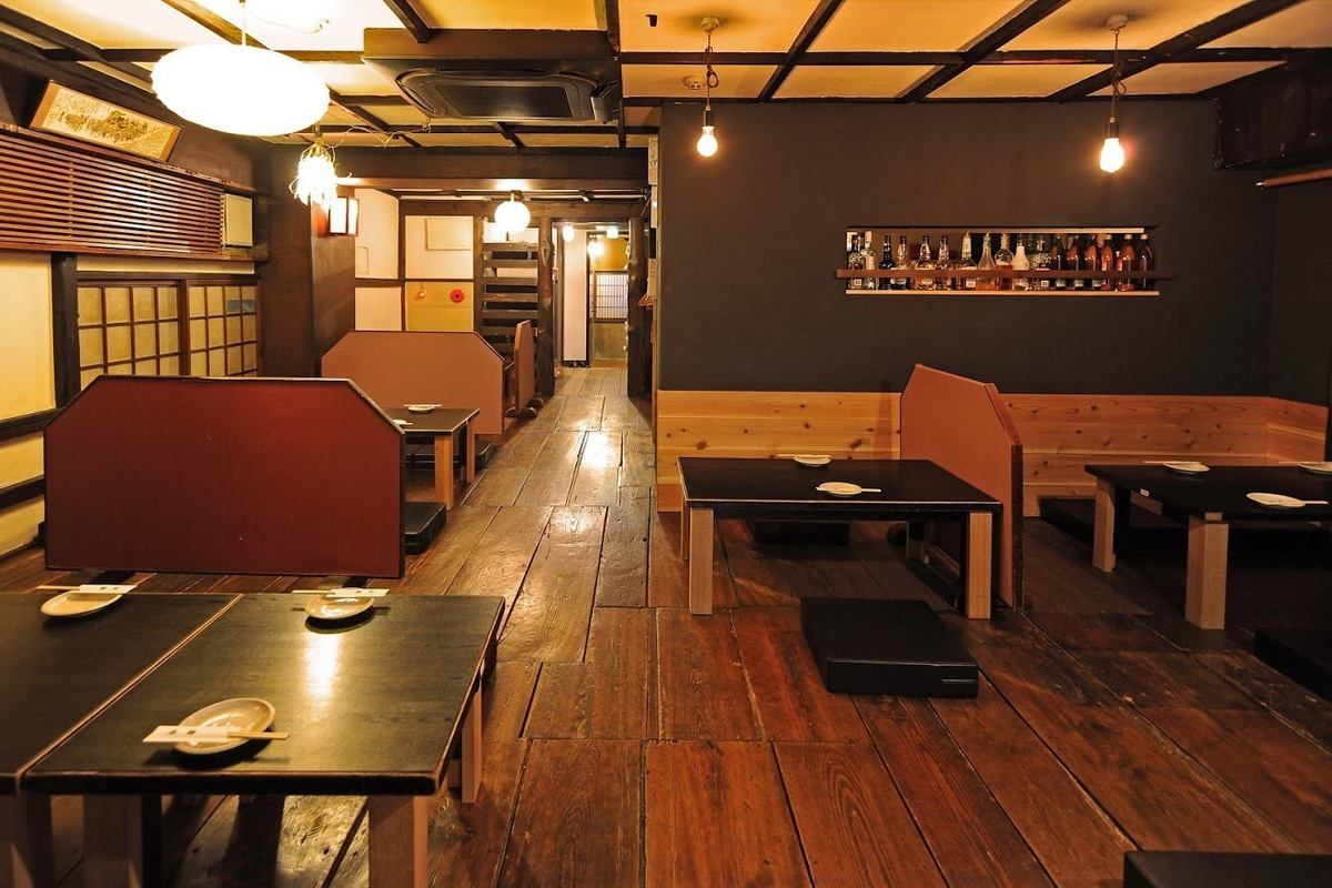 There are seats at Osami besides table seats.It is not the current life such as sitting together with your knees, but how about blooming flowers in an old story with old friends in Honjin?