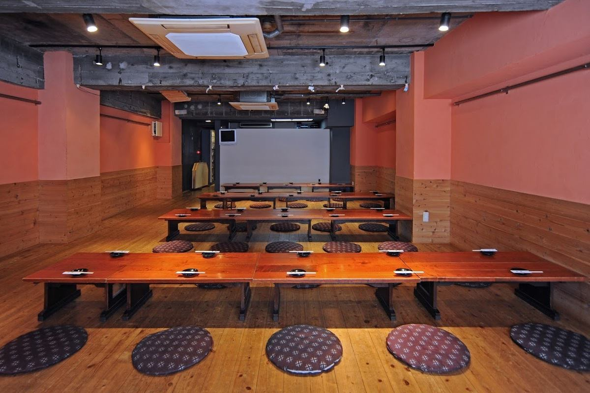 There is a private banquet hall! Projector is free to use! Karaoke is also available (charged).It can accommodate up to 100 people.
