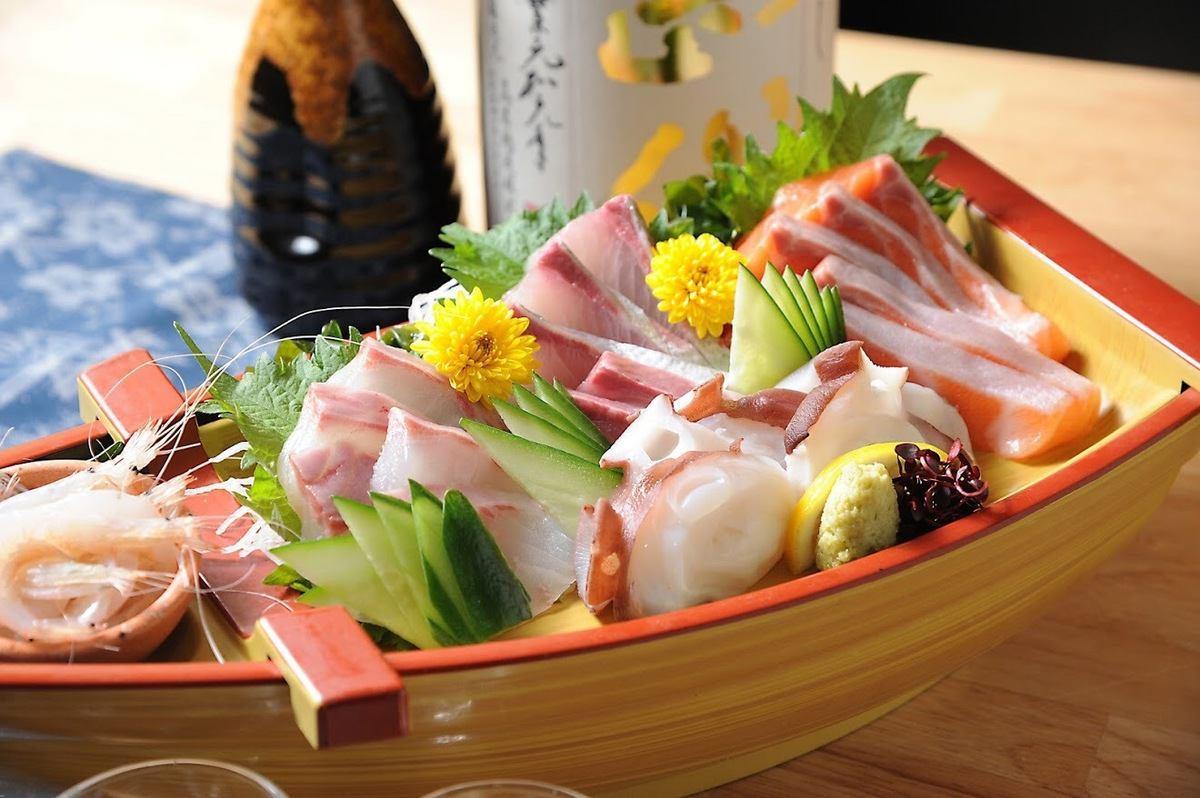 日替わりの鮮魚もさることながら週に一度の高知県から直送で仕入れるお魚は別格。天候に左右はされますが必ず週に一度開催してます。