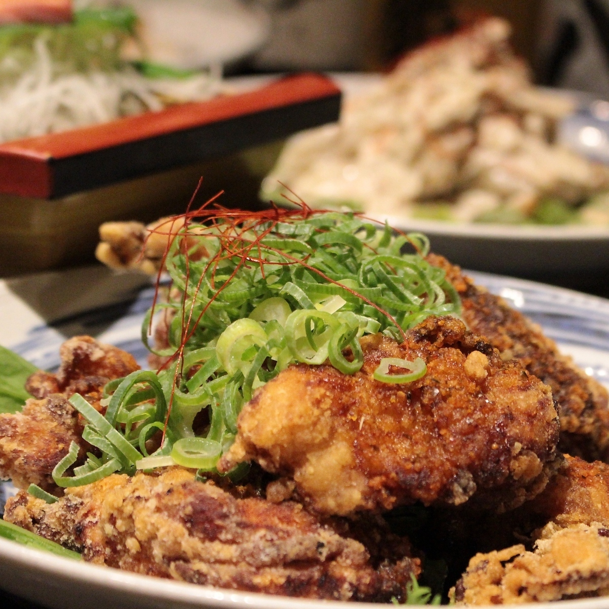 Deep-fried young chicken ~ Source of secrets of out of the door.Honjin specialty spicy sauce !! ~