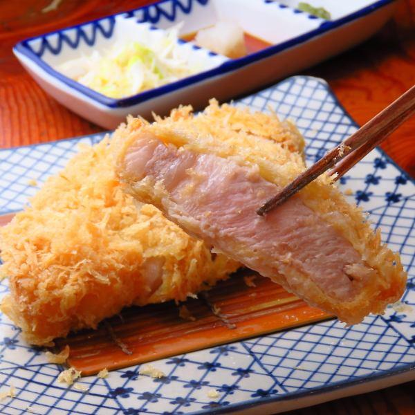 銘柄豚ロースかつ定食(120g)2200円/(150g)2400円/特上(180g)2900円☆お肉を柔らかく仕上げています。