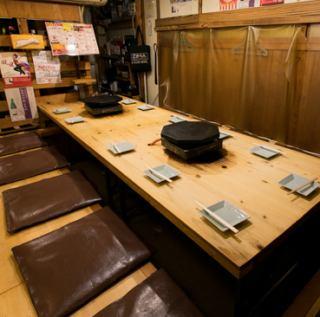 各テーブルにアルコール消毒液をご用意しており、テーブルごとに設置されたダクトで換気もできるので、新型コロナウイルス感染症対策もばっちりです◎掘りごたつのお席は、足を伸ばしてゆっくりお過ごしいただけます。お仕事終わりにもおススメのお席!ぜひ早めのご予約を♪