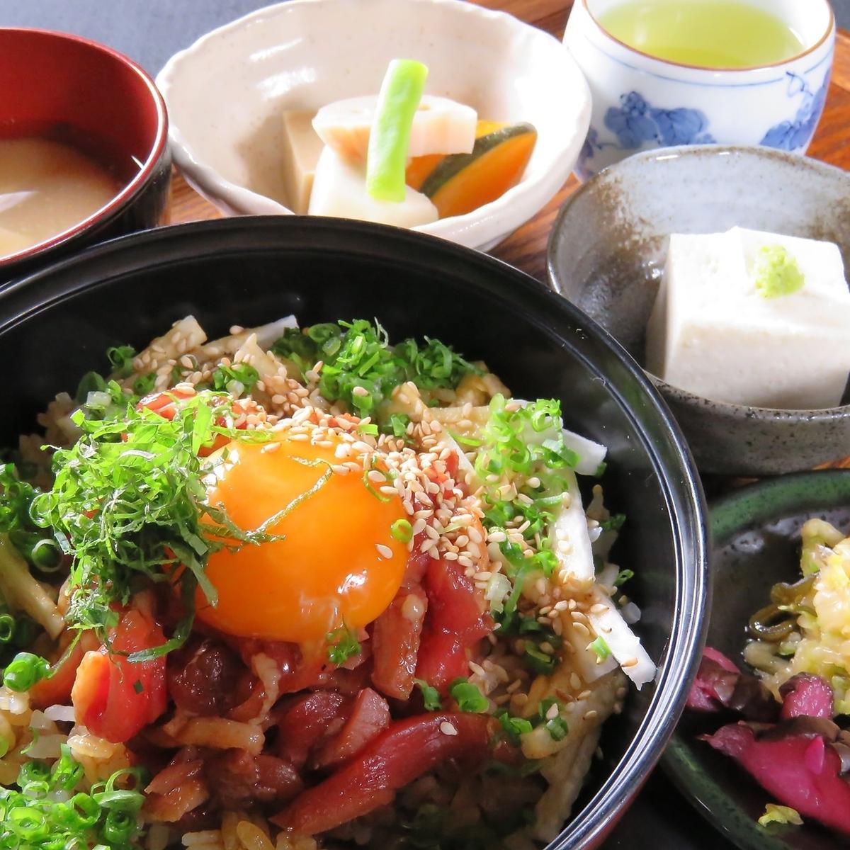 Duck Yukke bowl set meal