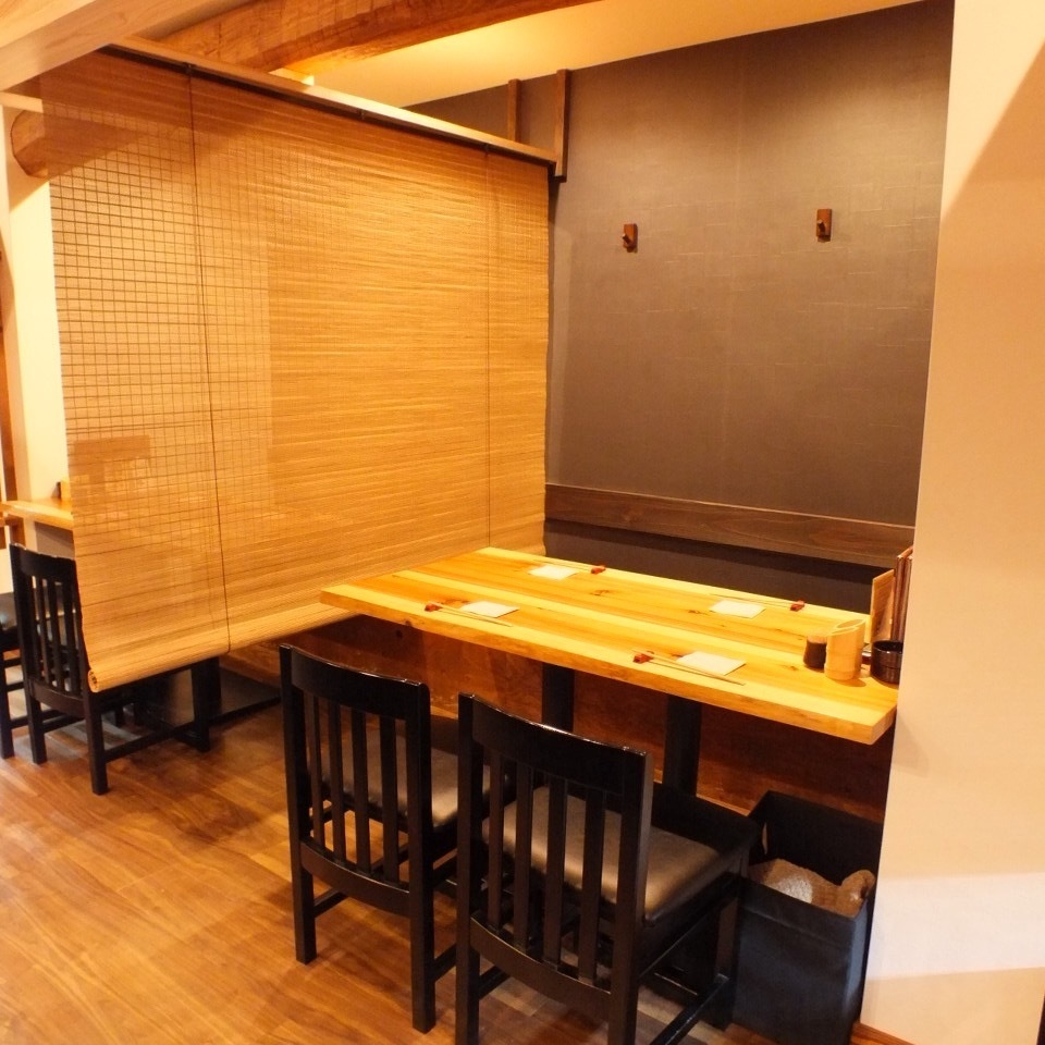 This is a table seat for 4 people.It is possible to partition all table seats with Oshika.It is a seat full of private feeling!