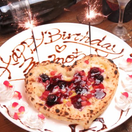 Fireworks and lighting are also OK! Heart type pizza anniversary service 1000 yen ☆