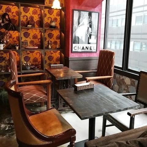 2名様からのテーブル席ございます★テーブルを合わせてお席の席数変更も可能ですので、女子会・誕生日・ママ会・デートなど、様々なシーンでご利用いただけます。大人数まで対応可の各種コースございます♪