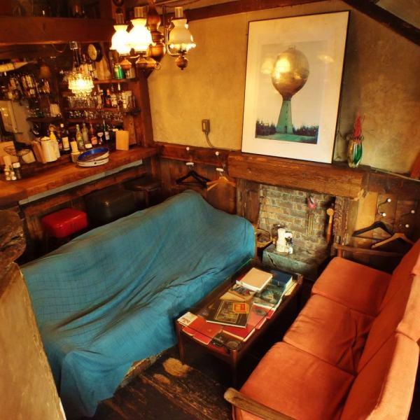 古木に囲まれた店内には、ロフト席.ソファー席.半地下席etc...様々な空間があなたをお出迎え♪