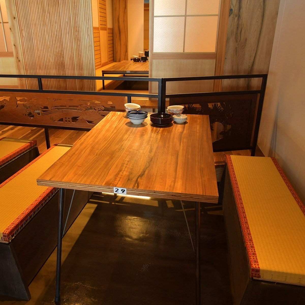The smell of tatami makes you feel nostalgic ... the calm table seats.