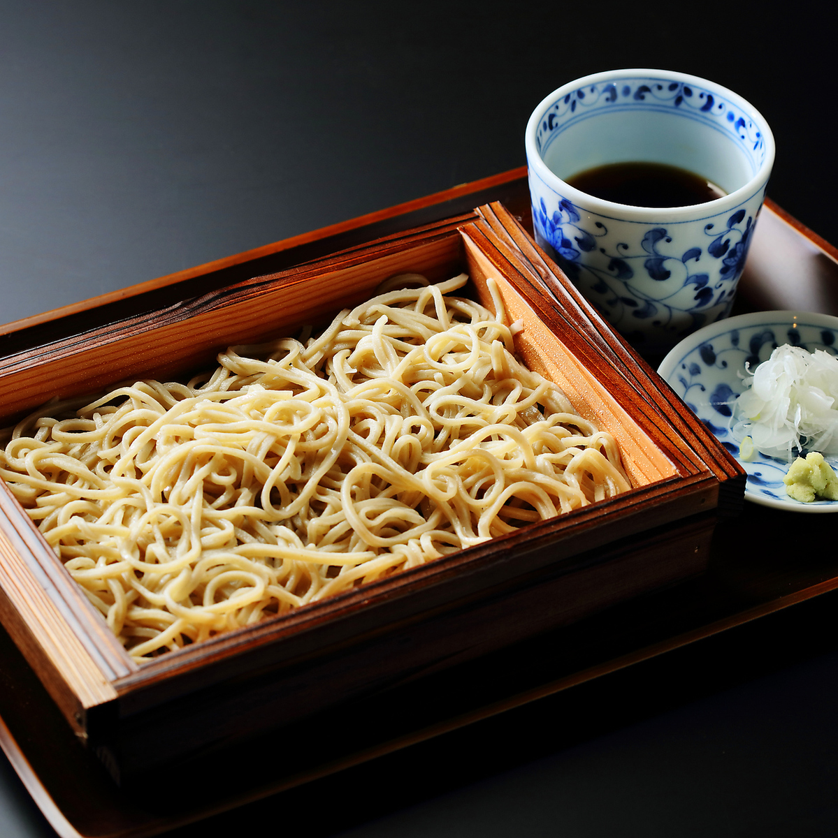 Buckwheat flour made in Hokkaido is used! Home-made soba with buckwheat flakes of 10%!