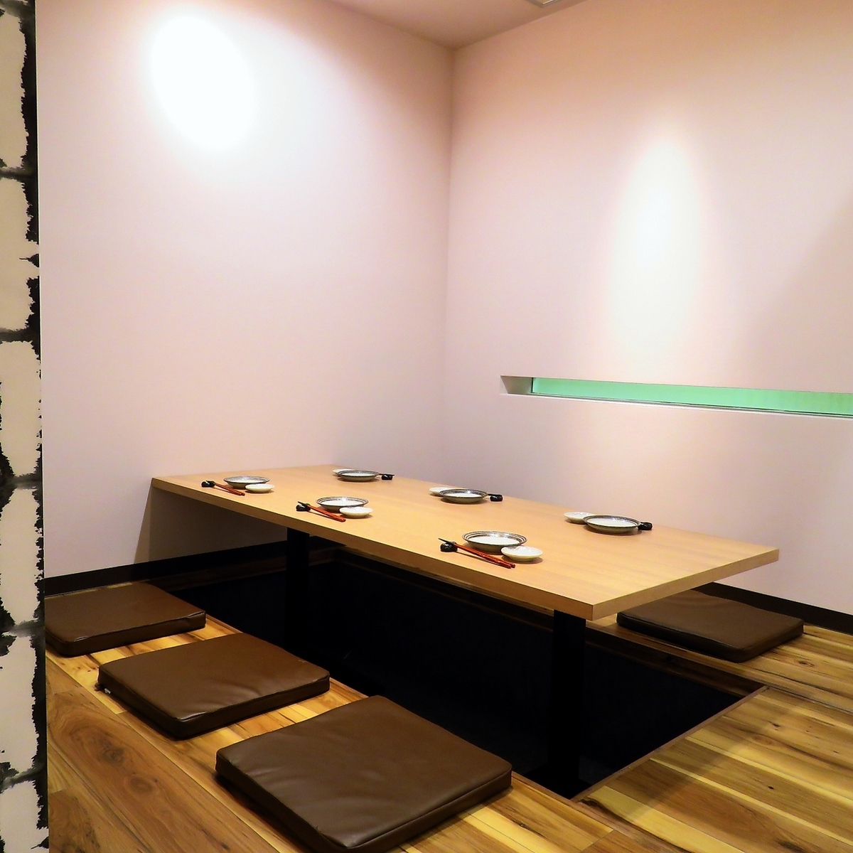 【Maximum of 12 persons in a single room!】 4 people table × 1 table, 6 people table × 1 table, packed up to 12 people Private room seats are semi-private room style separated by partitions.Recommended for private banquets and banquets inside friends!
