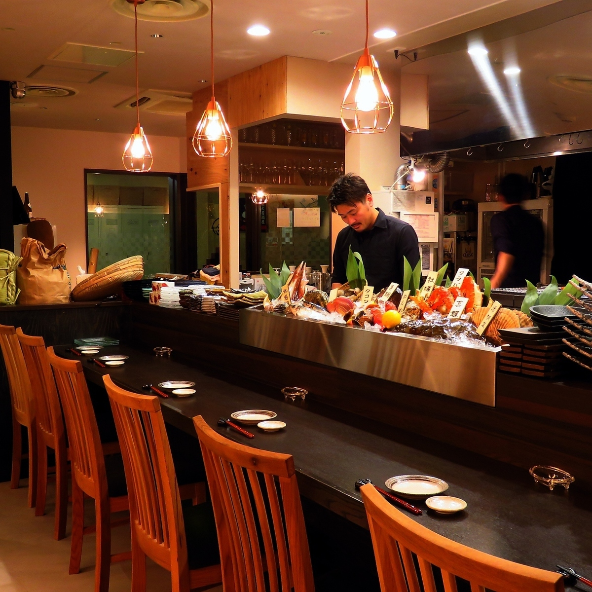 【Preparation for 14 counterparts available】 Special seat with kitchen in front · Counter seats are available for 1 person seats x 4 tables, 2 people 1 pair seats x 5 tables.The meal at the seat where the indirect lighting is illuminated is perfect for date drinking as well as drinking at the company's return.
