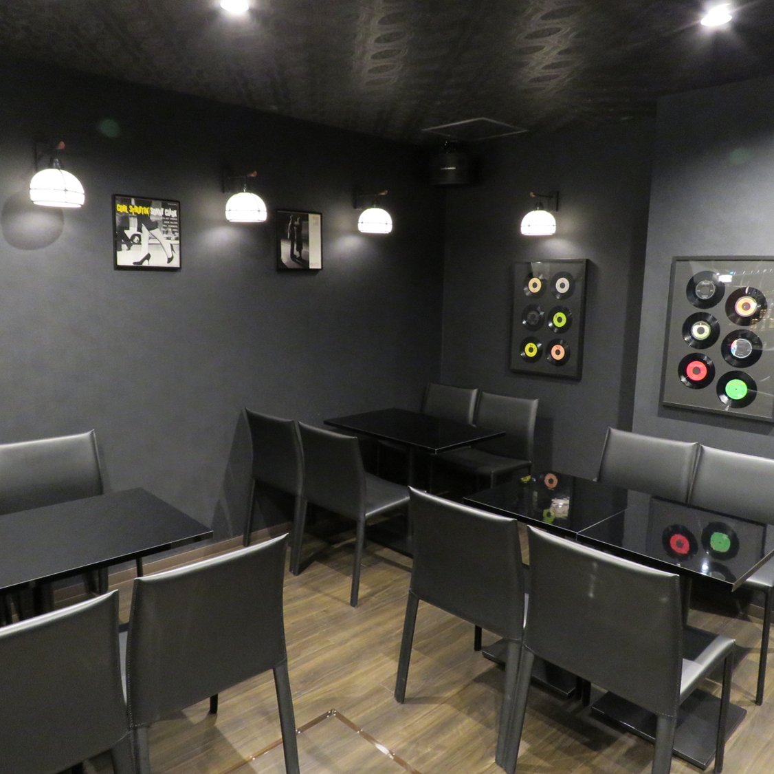 【Relax relaxingly】 You can enjoy your favorite drink and meal slowly at the spacious table seat.