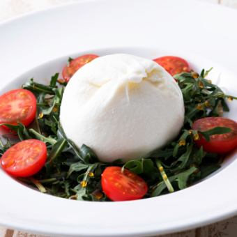 イタリア産ブラータチーズとルーコラのサラダ~メイプルシロップ風味~