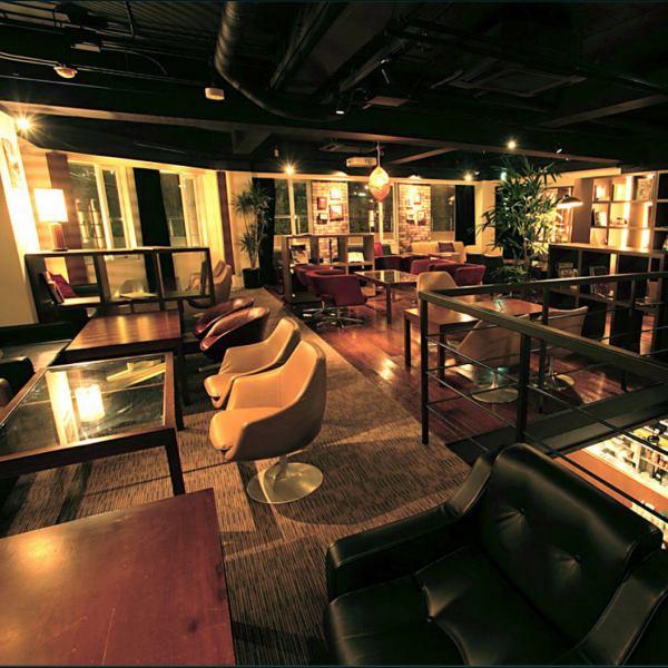 【ソファフロア】カップルシートも多数有りです♪、ゆったりソファー席で、デートや女子会をお楽しみ頂けます!貸切なら65名様まで着席OK♪